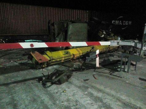 НаБирюсинском переезде вТайшете автокран попал под колёса поезда