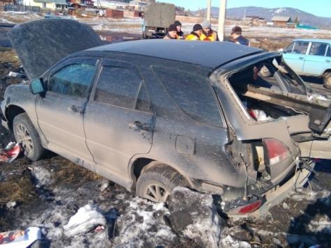Гражданин Усть-Кута выжил после столкновения его «Лексуса» слокомотивом